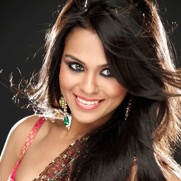 Sana Saeed Nude Photos 16