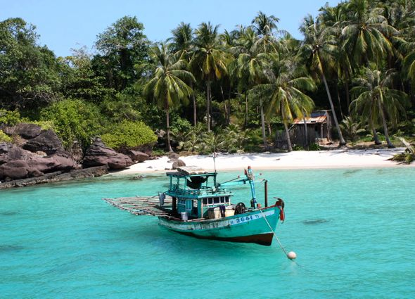boat-near-beach-phu-quoc