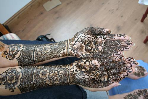 arabic bridal hair jewellery, arabic bride hair style, arabic hair desining for bride the nem of fashion hair style, indian bridal mehendi design, indian bride wearing lehenga choli and jwellery with mehandi games, long arabic bridal hairstyle, new mehndi designs, simple henna foot designs.