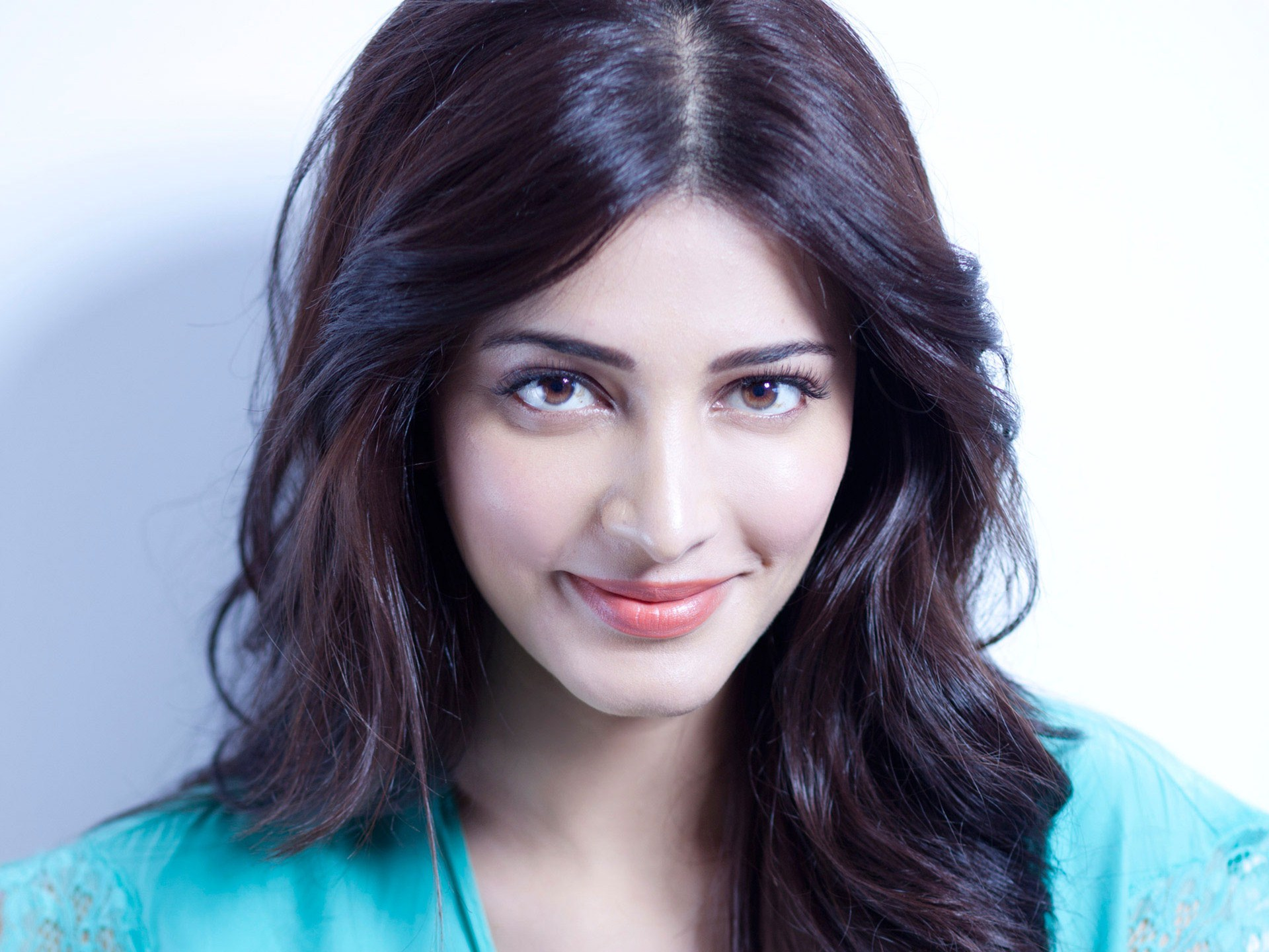 Shruti Haasan Height Weight Age Affairs Amp Much More Life N Lesson