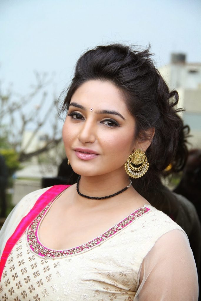 Ragini Dwivedi Height, Weight, Age, Affairs, Bio and More ...