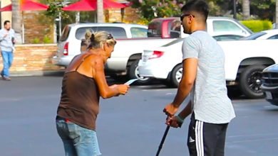 Photo of Blind Man With A Winning Lottery Ticket Asks A Stranger If He Won. What She Does? I Did NOT Expect This