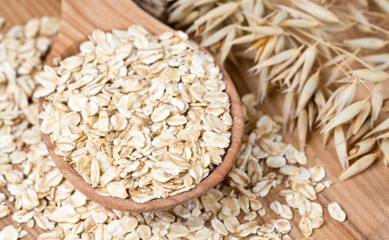 oats-in-wooden-spoon