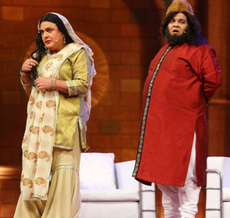 Ali Asghar and other members perform for the live audience in Delhi.