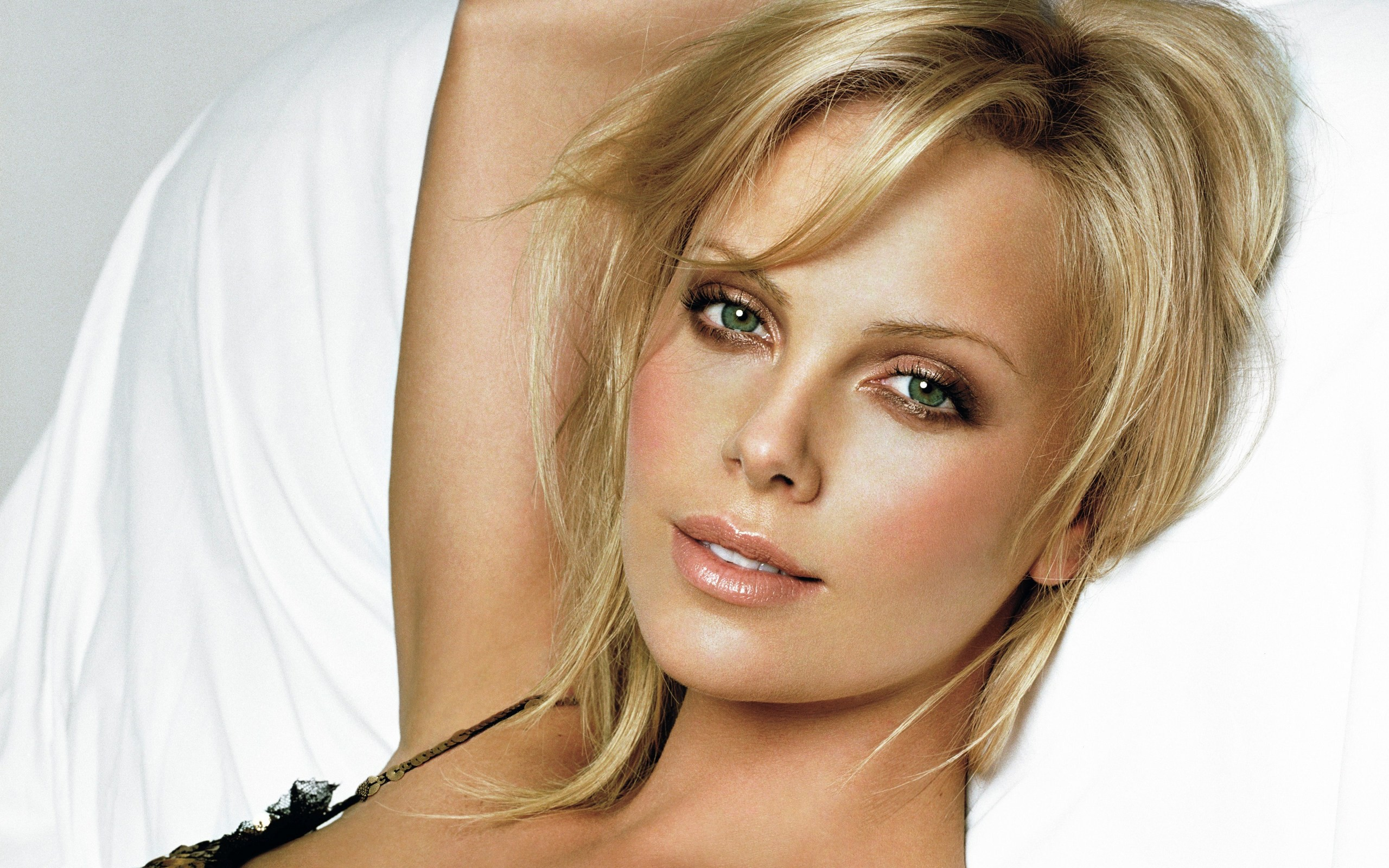 Top 10 Hottest Actresses in Hollywood - Life N Lesson