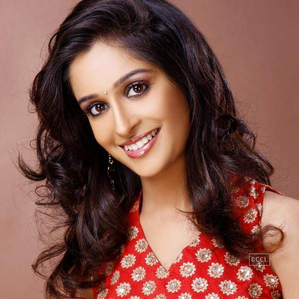 Dipika Kakar Height, Weight, Age, Affairs, Bio & More ...