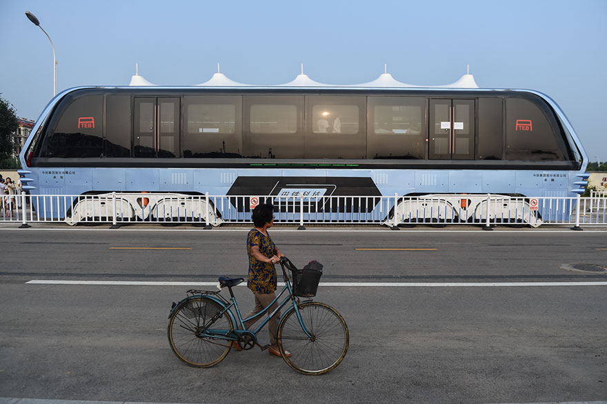 transit-elevated-bus-first-test-ride-qinhuangdao-china-4