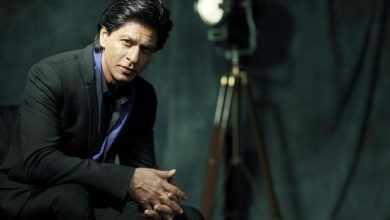 Photo of SRK Pays A Heartfelt Tribute To Our Jawans, Recites A Self-Written Poem For Them On Diwali