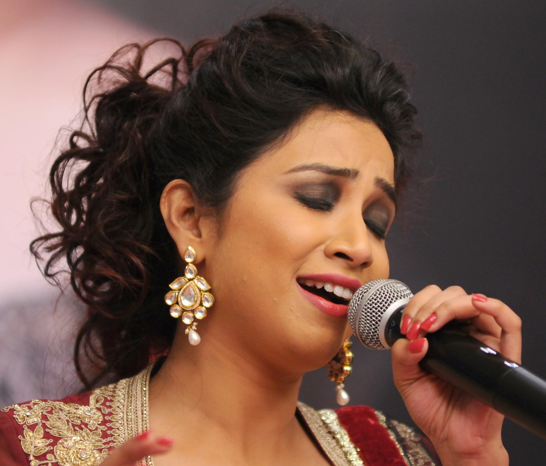 image Indian singer shreya ghoshal mms
