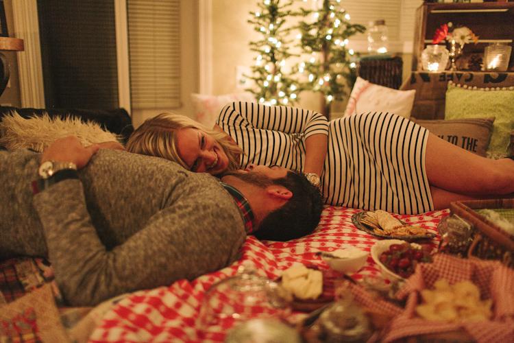 Amazing Activities to Do with Your Boyfriend - romantic indoor picnic