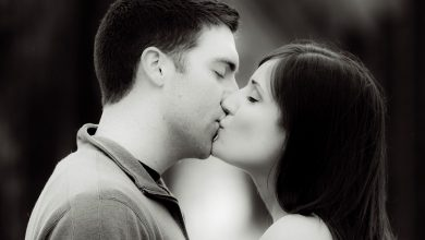 Photo of 9 Things Every Guy Thinks When He Kisses You For The First Time